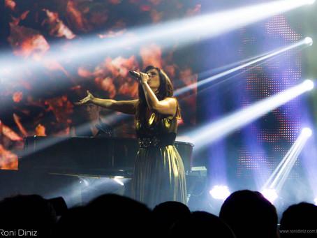 A presença energética do artista - Laura Pausini