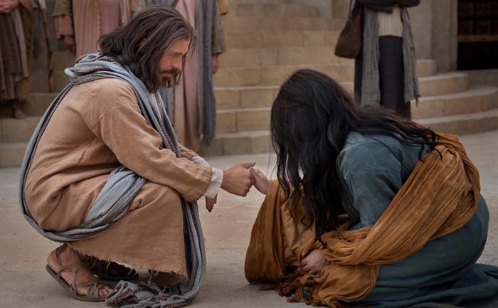Jesus acolhe mulher fragilizada