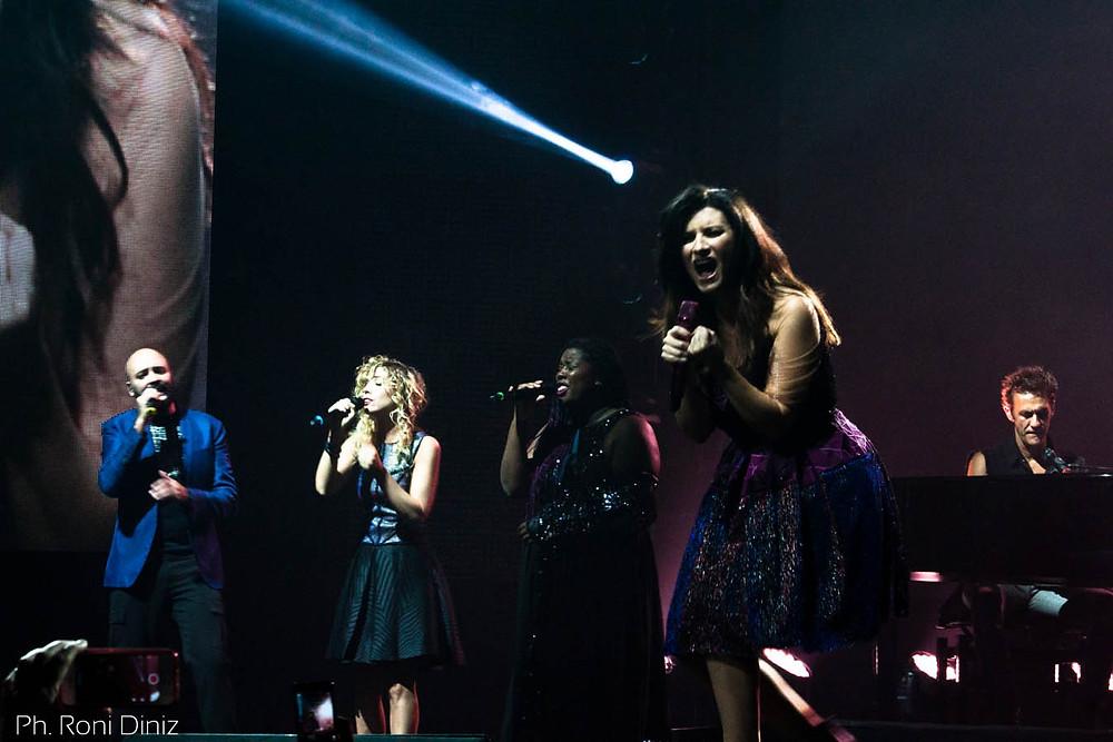 Simili Tour Laura Pausini e seus coristas em São Paulo Foto: Roni Diniz