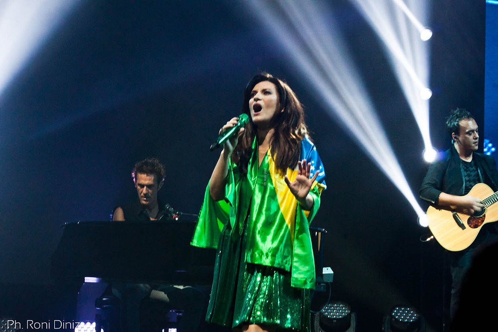 Simili Tour Laura Pausini com bandeira do Brasil, São Paulo Foto: Roni Diniz