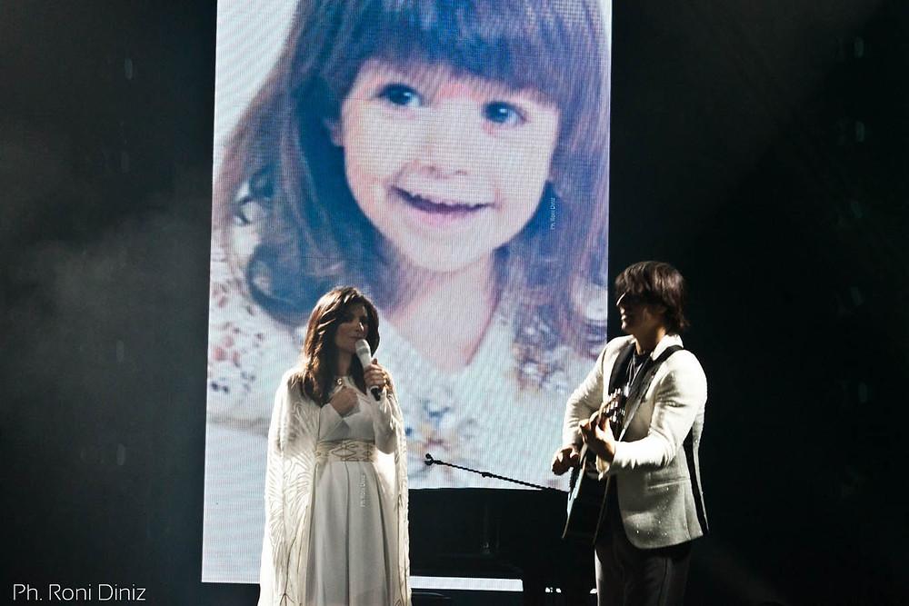 Laura Pausini, Seu marido Paolo Carta e a filha do casal homenageada, Paola.