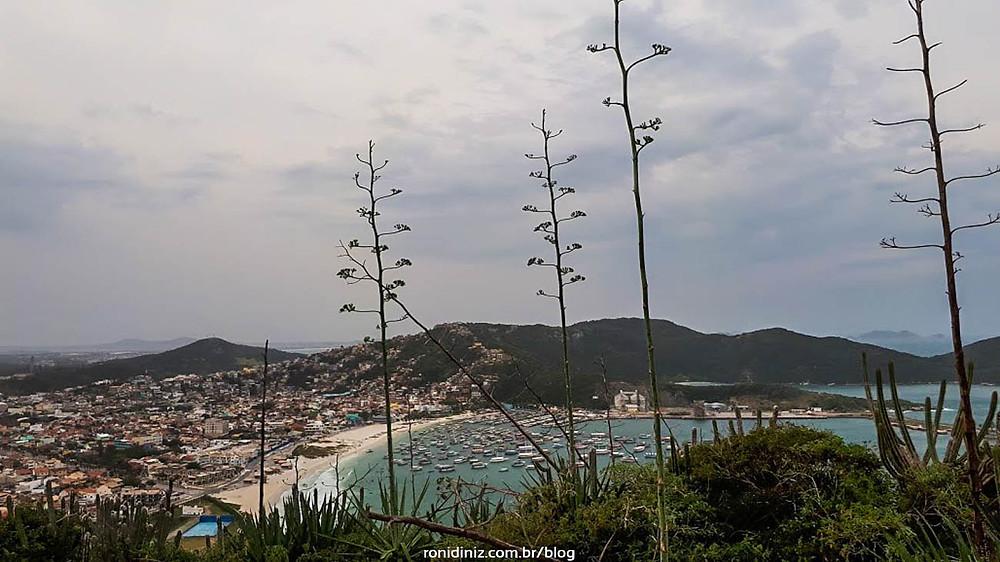 Vista do topo do Pontal do Atalaia - Praia dos Anjos