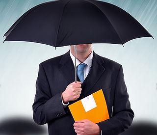 Manager unter Regenschirm