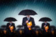Forretningsmenn med Paraplyer