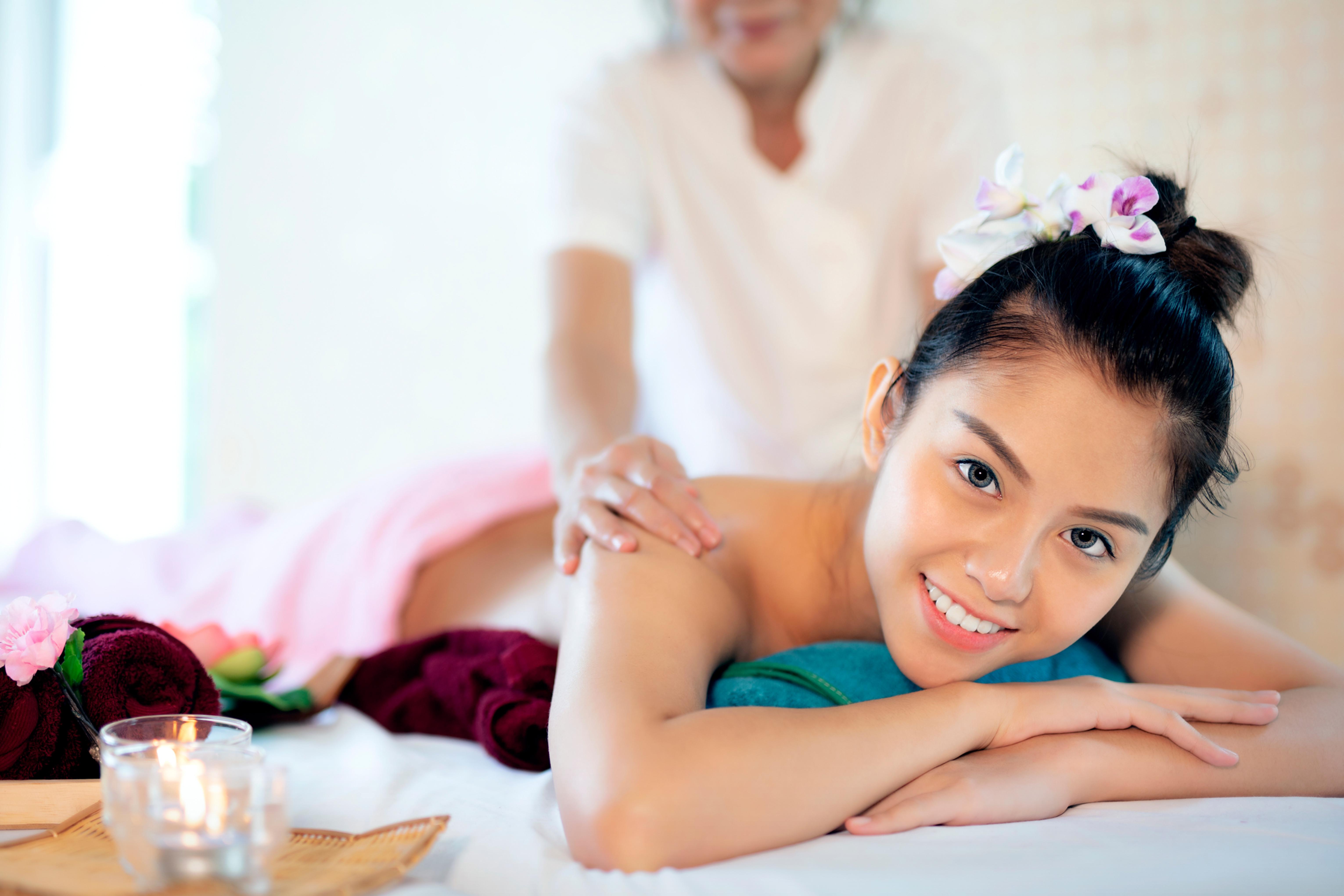 Full Body Relaxing Oil Massage