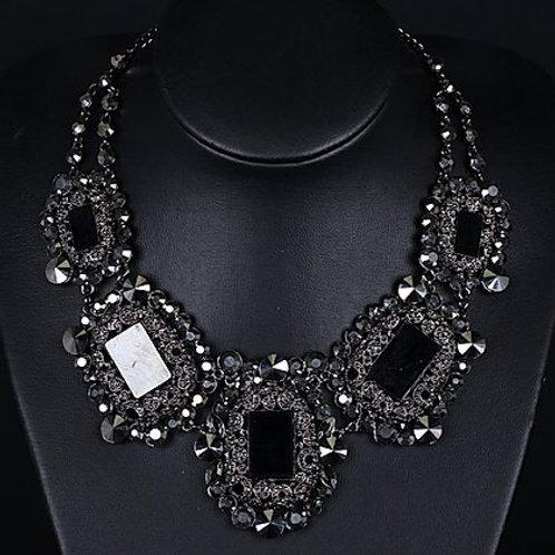 Classy Pop Necklace