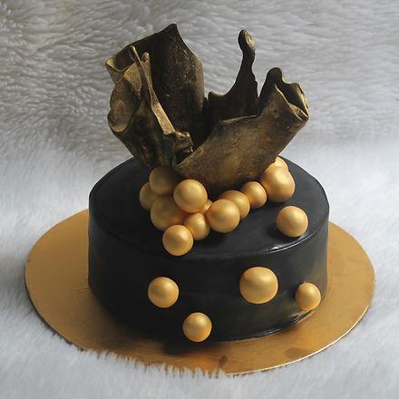 CUSTOMISED CAKE.JPG