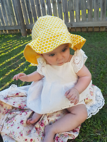 Honey Bee Wide Bucket Hat