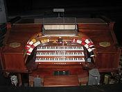 Morton_Organ,_Jefferson_Theatre,_Beaumon