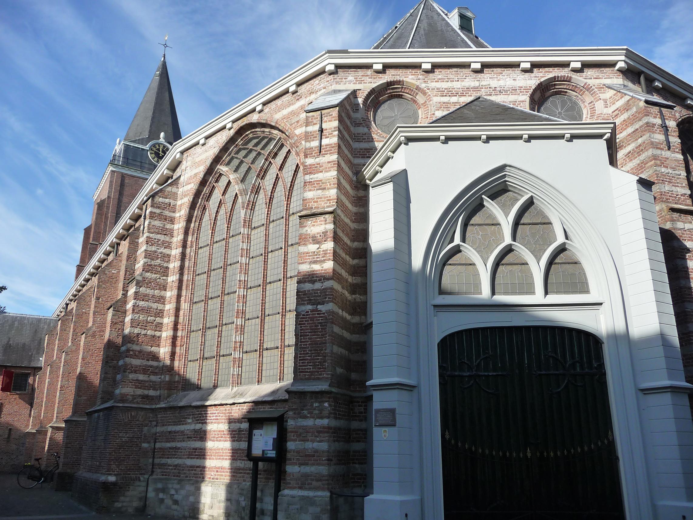 Petruskerk - exterieur 1