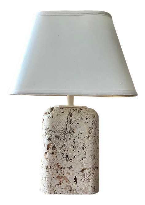 Moderne Small Coquina Table Lamp