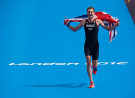 Alistair Brownlee wins Olympic gold