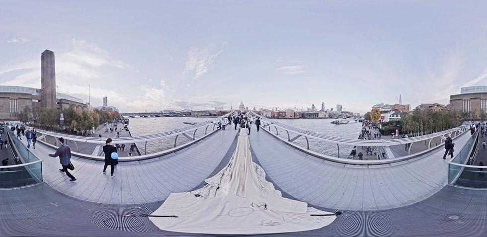 360 shot of dress procession across Tate Modern to St Pauls bridge – image by David Betteridge