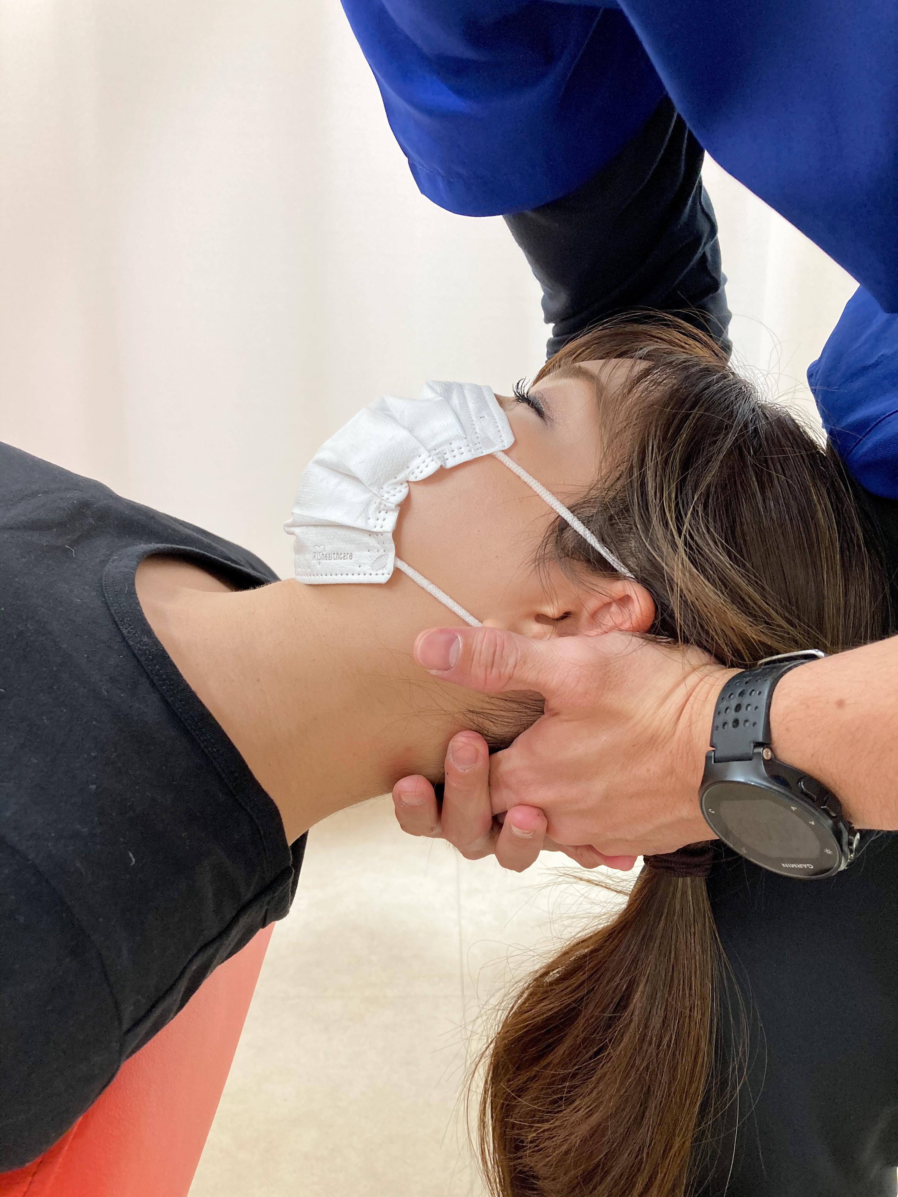 頚部の手技療法とエクササイズ