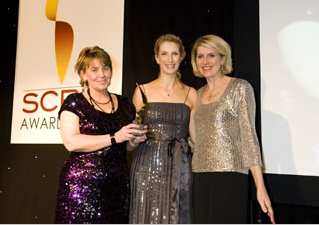 MAC'S Cathy Jepson (Centre) Represents CliniSafe To Present Quintiles With The 2010 SCRIP Award
