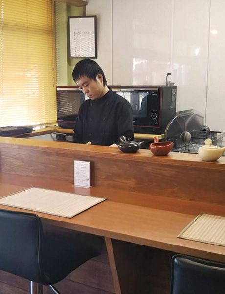 橋本茶舗のマスターです