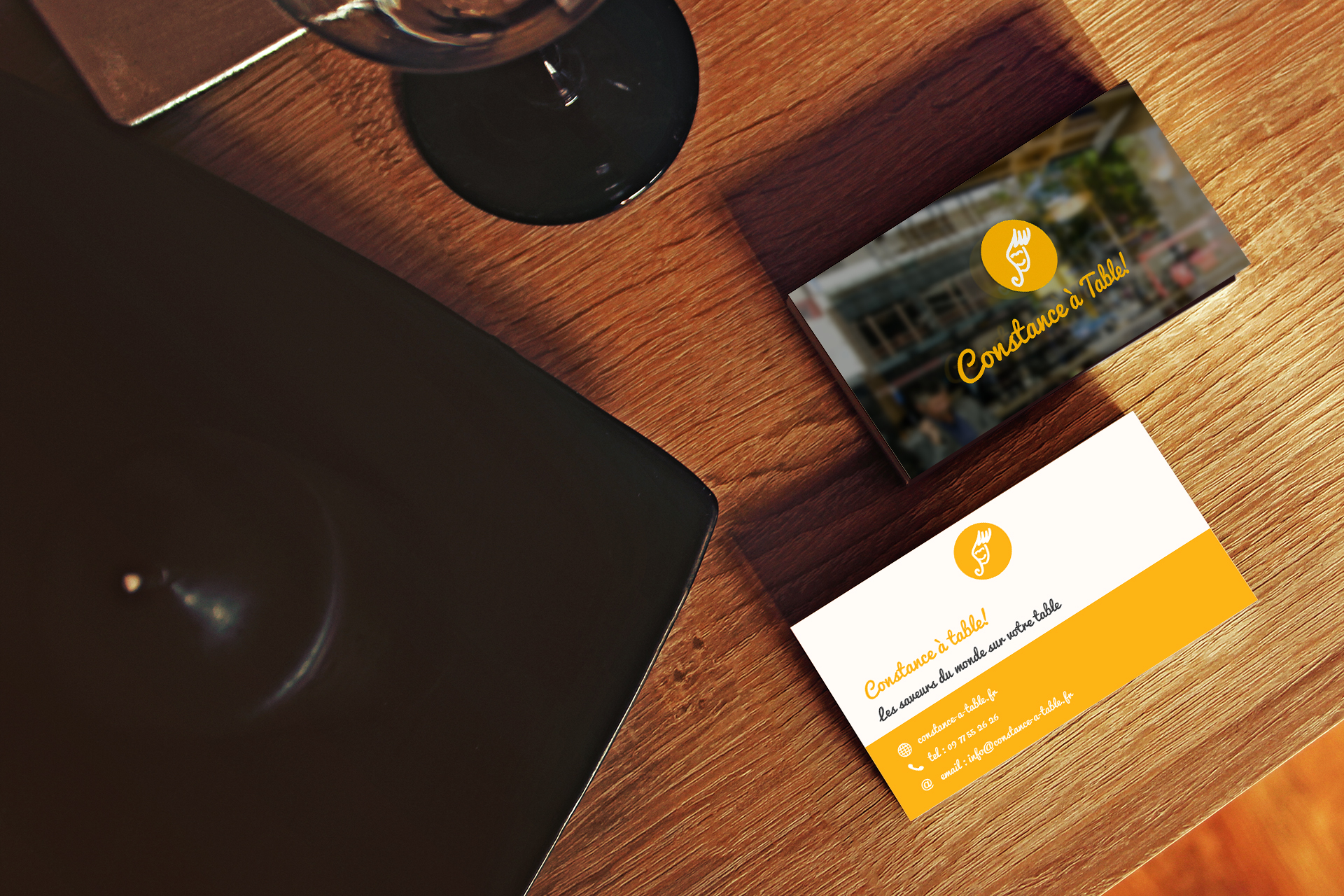 Constance_à_table_Business_Card_Mockup