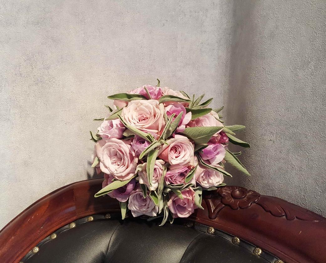 Brautstrauss mit Rosen und Salbei