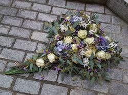 weisse Rosen, Hortensien, Nerinen