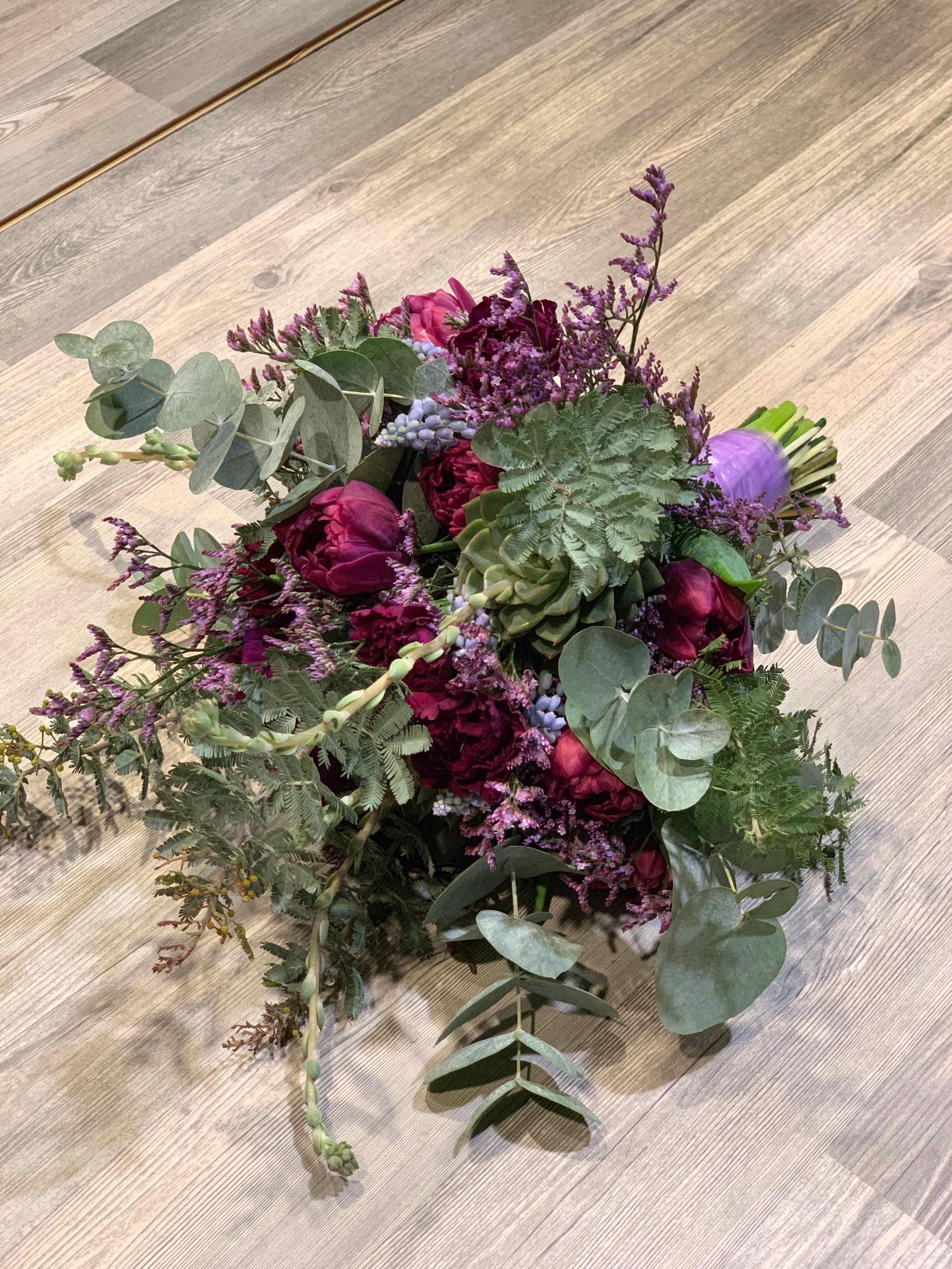 Brautstrauss lila luftig