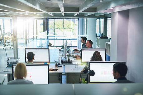 Bureau de travail informatique