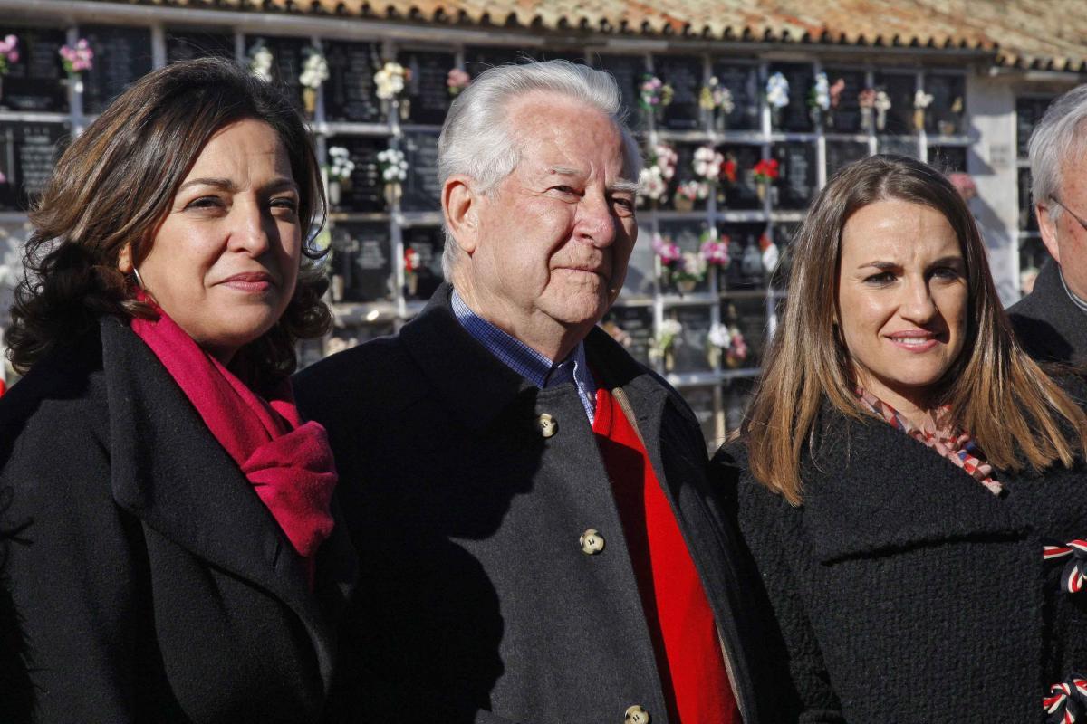 Deza con la alcaldesa y la delegada del