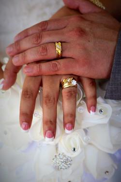 Holding Hands | Alas Wedding Photogr