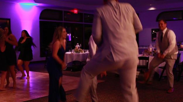 Silversevenentertainment.com | getting the people dancing wild & Fun