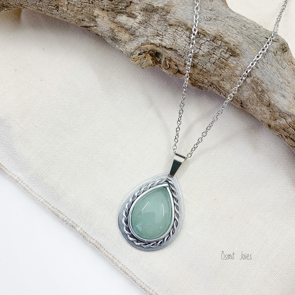 colgante con mineral aventurina, hecho a mano en aluminio por osmit joies joyas