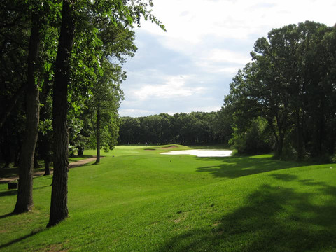 The lake boasts an 18 hole golf course.  Must be played to be enjoyed!