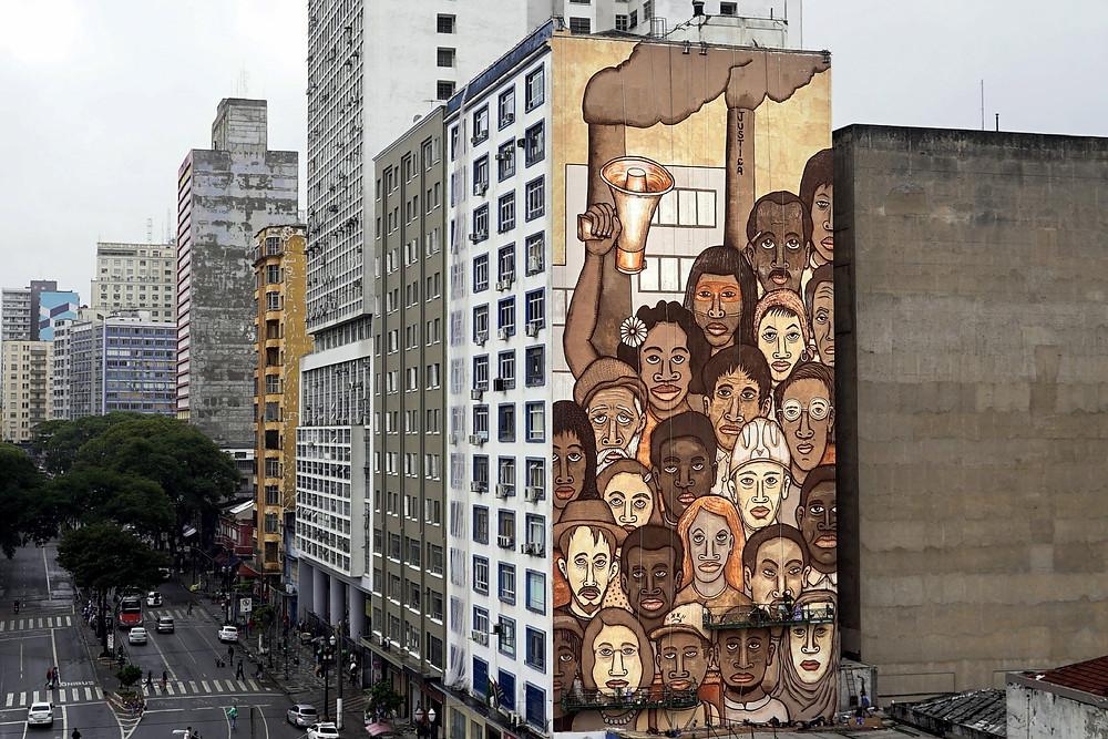 Grafite Mundano: inspiração em Tarcila do Amaral, feito com lama tóxica de brumadinho