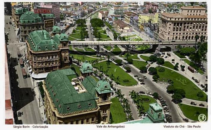 Parque do Anhangabaú foi surgindo aos poucos: com diferentes obras do Plano Bouvard, de 1911, junto com o Teatro Municipal e a Rua Líbero Badaró, era uma paisagem quase francesa