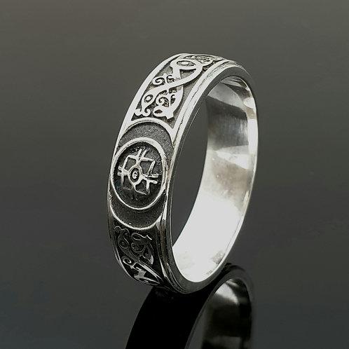 7mm Ardagh Ring - Darkened Background