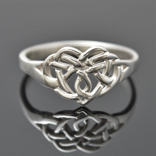 claddagh knot ring