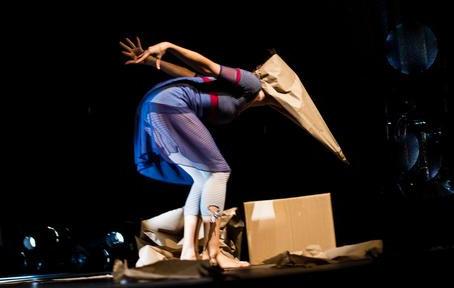 Ô NA BOCA surpreende espectadores com um show de criatividade, sensibilidade e imaginação