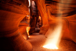 antelope-canyon-sun-ray