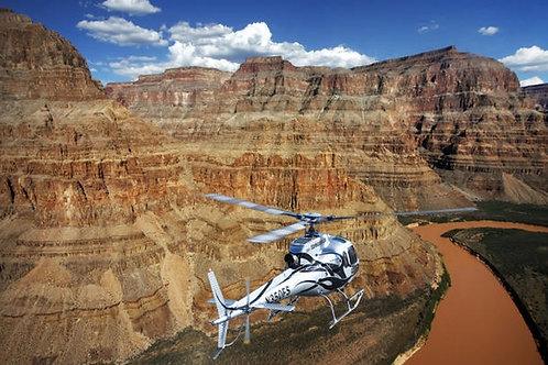 In elicottero sopra il Grand Canyon
