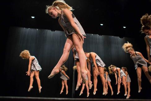 Gym Rolle Show. Grandes jeunes filles
