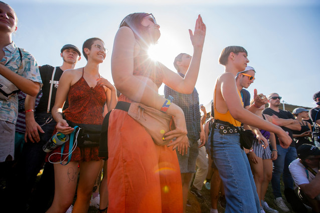 People dansing in Wild showcase of Barrage