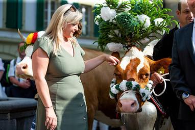L'association élévage La Côte a amené quatre vaches au Parlement Vaudoise pour faire une surprise au nouveau président du Grand Conseil. Nuria Gorrite, présidente du Conseil d'Etat