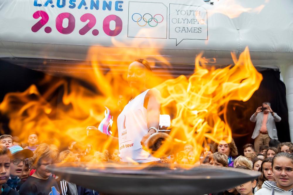 Ambiance de fête, mardi matin au centre de Morges: les écoliers ont accueilli la flamme olympique, ainsi que la sprinteuse Sarah Atcho