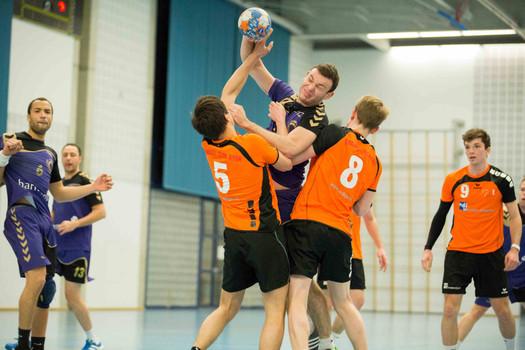 Gland, Grand-Champ, Handball, 2e ligue masculine, TCGG - HBC Nyon à Gland. Teddy Hidreau, Curt Dohrn (Nyon) et Daniel Suardi (Gland).