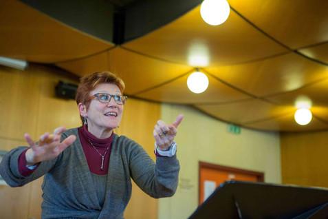 Music director Françoise Kissling leading the rehearsal of Conte d'auvergne et Folklore Québécois concert
