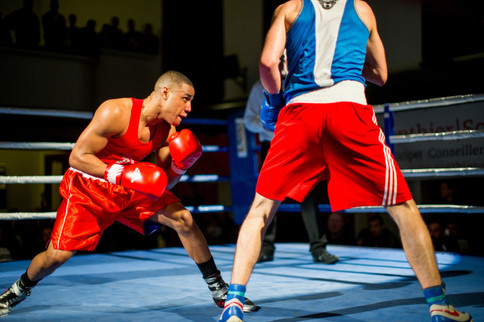 Yves Tazi Kusongi (Red) VS Igor Ursu (Blue)