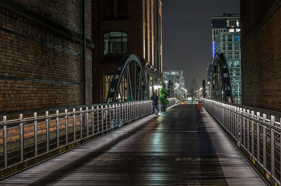 light-wood-road-bridge-street-night-6309