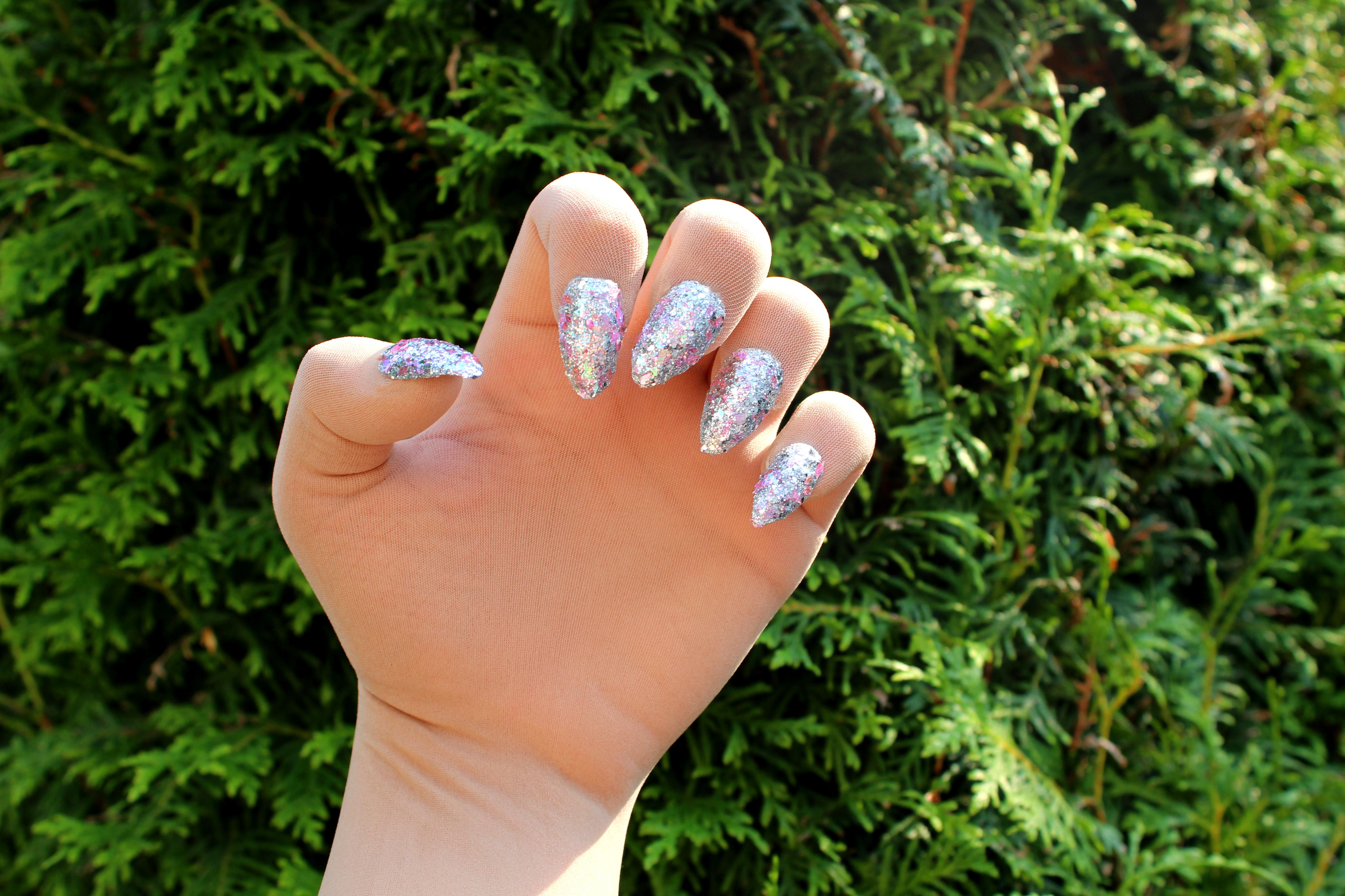 Nagelhandschuhe, Nailgloves