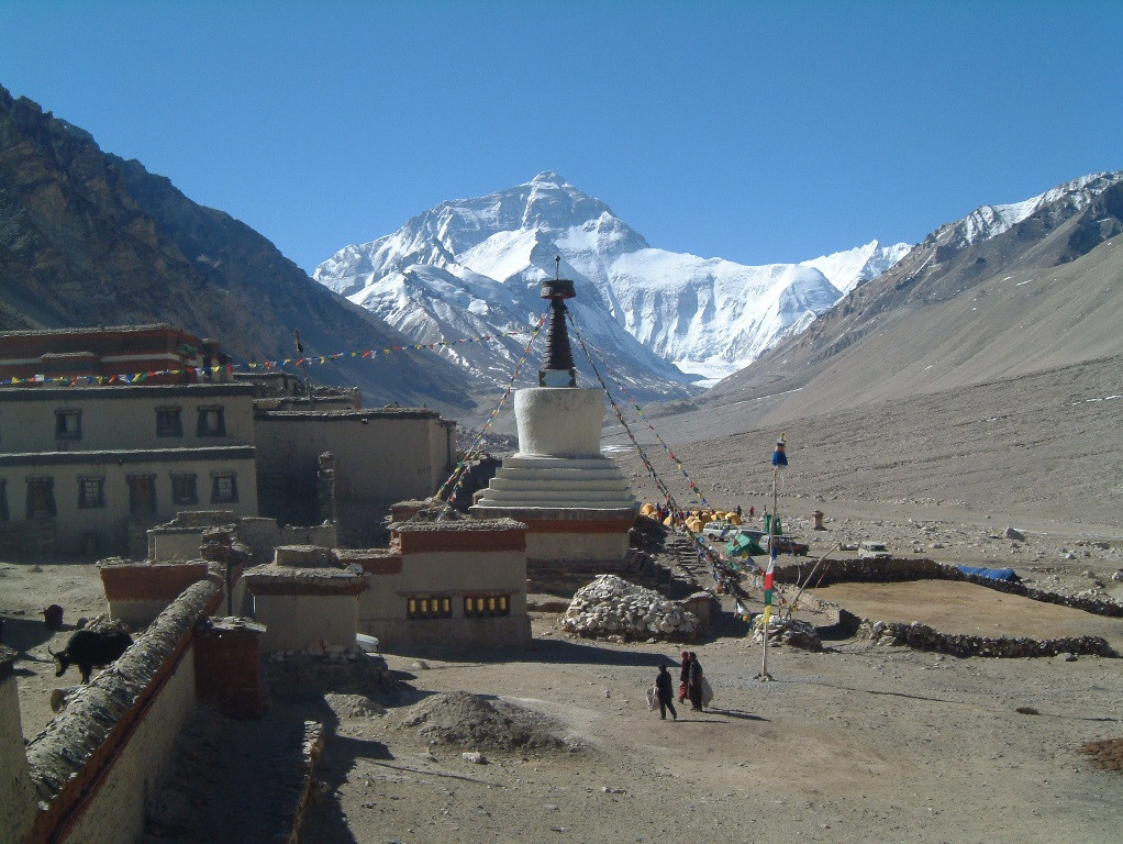 Rongbuk stupa with Chomulangma at rear