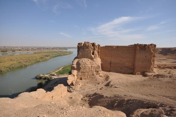 Escombros de la ciudadela y el palacio de Dura Europos a orillas del Éufrates