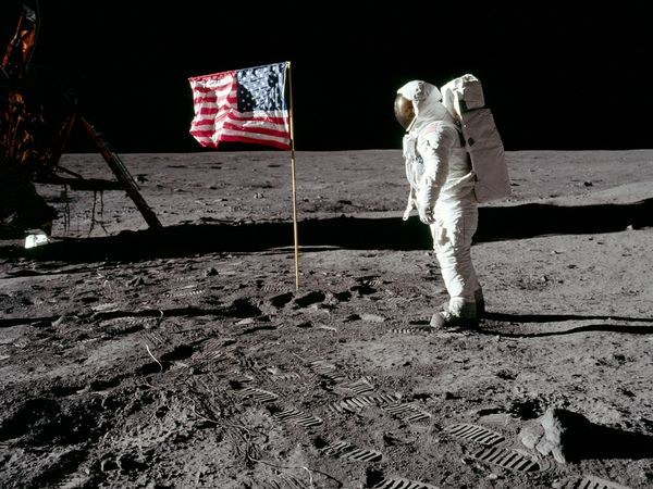 flag-waving-moon-landing_9803_600x450