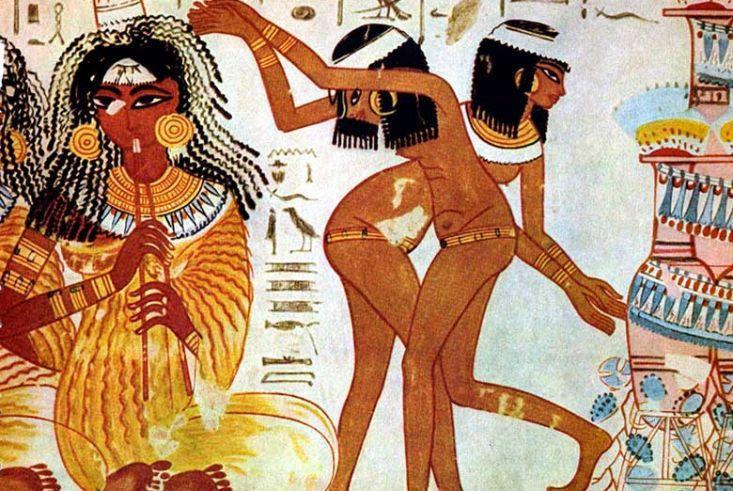 Sirvientas egipcias desnudas en una pintura del Antiguo Egipto
